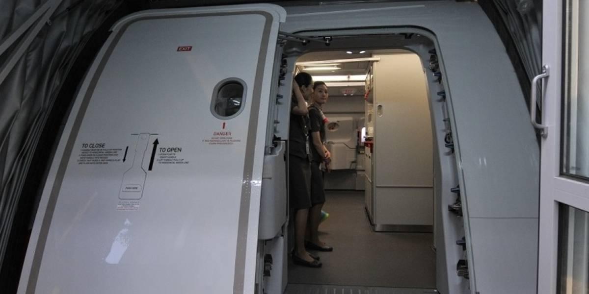 Hombre intentó abrir la puerta de avión que cubría la ruta Madrid - Guayaquil