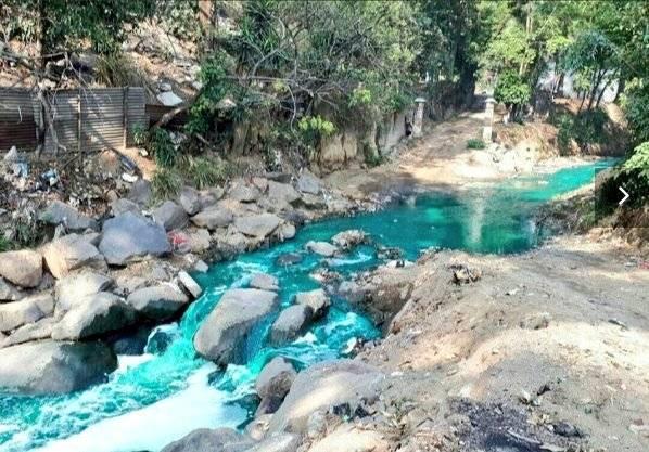 río Platanitos teñido de turquesa