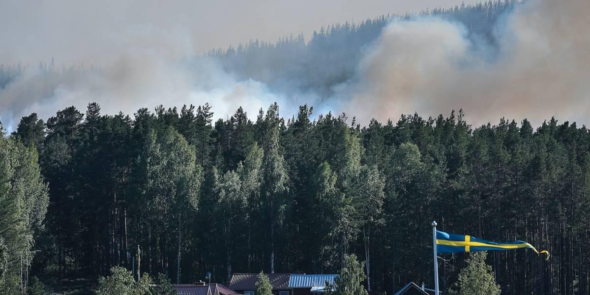 Decenas de incendios se expanden por Suecia
