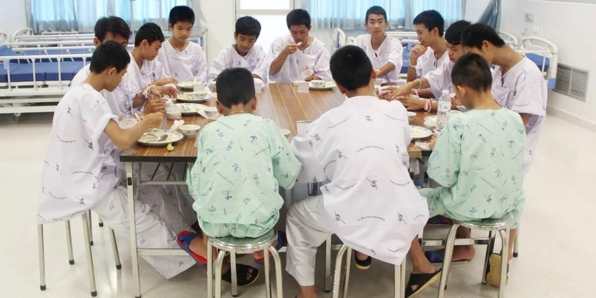 Niños rescatados de cueva en Tailandia saldrán del hospital