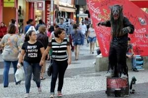 https://www.metrojornal.com.br/foco/2018/07/19/artistas-de-rua-precisarao-de-permissao-em-vias-populares-de-santo-andre.html