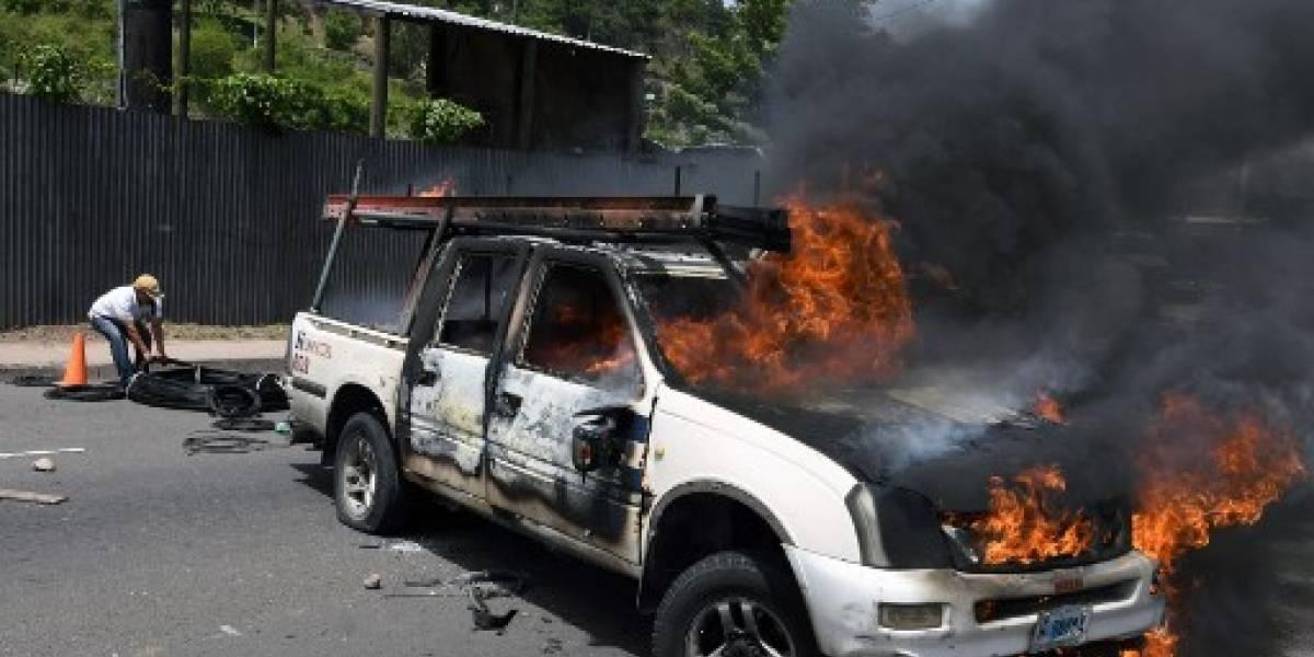 Transportistas bloquean vías en Honduras en demanda de rebaja a combustibles