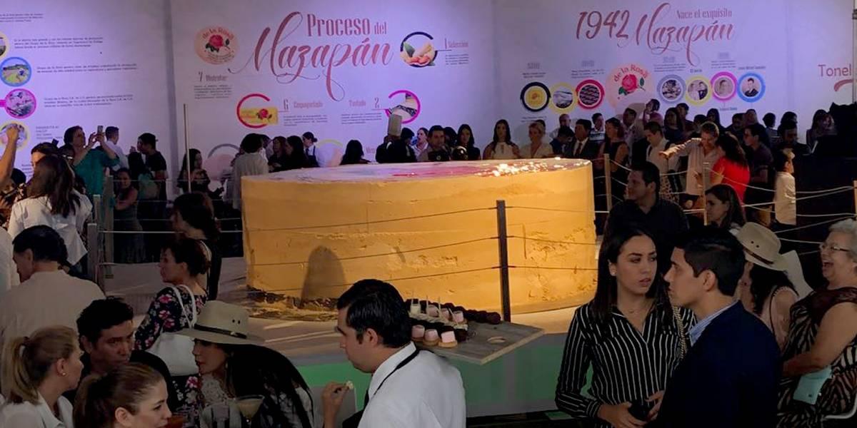 Rompen el récord del mazapán más grande del mundo