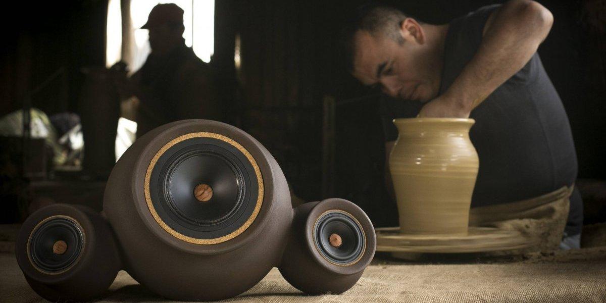 A la chilena: crean modernos parlantes basados en la tradicional vasija de greda criolla