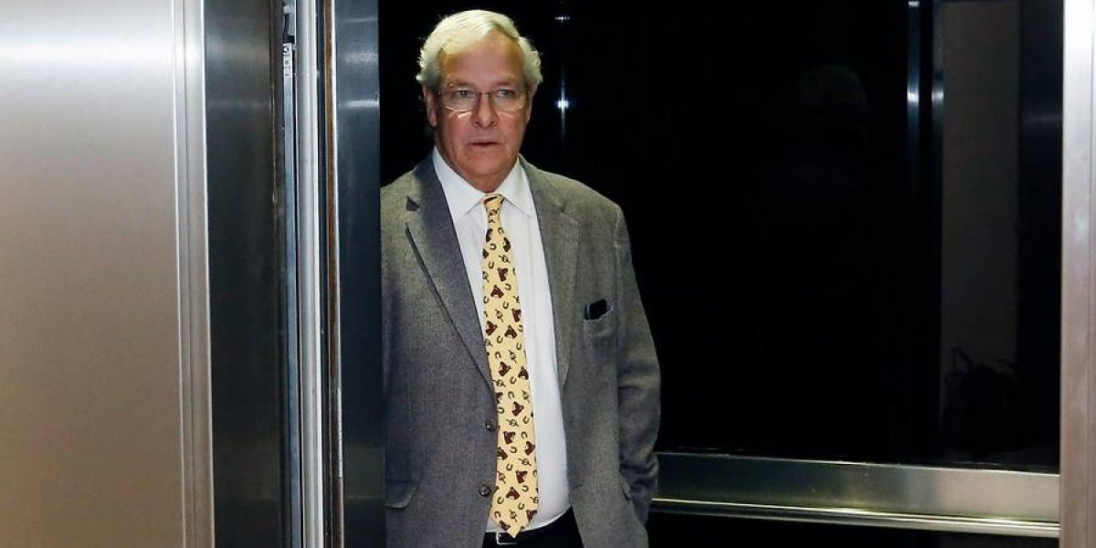 """""""Ni cag..."""": la reacción del diputado Ignacio Urrutia cuando pidieron disculparse con abogado por polémica de la corbata"""