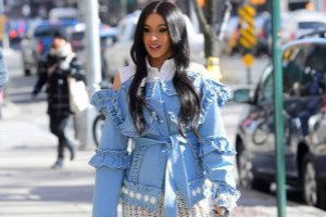 https://www.publinews.gt/gt/espectaculos/2018/11/21/video-topless-cardi-b-ropa-interior.html
