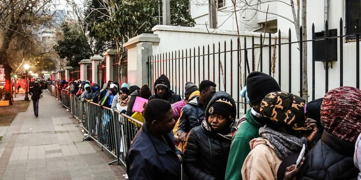 Providencia: En medio del frío y haciendo fila durante toda la noche  ciudadanos haitianos buscan regularizar su situación en el país