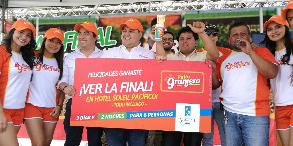 Pollo Granjero corona a guatemalteco como el mejor narrador deportivo