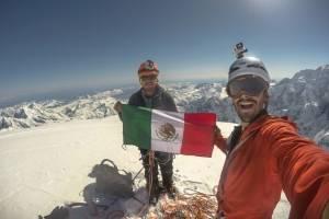 Fallecen montañistas mexicanos al desprenderse un bloque de hielo