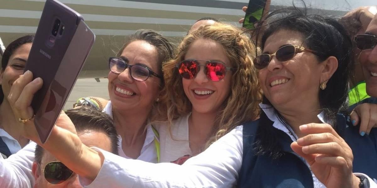 Sonriente llegó la cantante Shakira a Barranquilla para su show en Centroamericanos