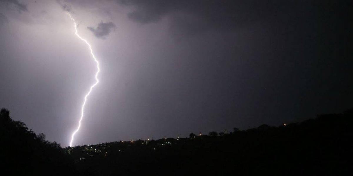 Onda tropical 28 mantiene lluvias en el país
