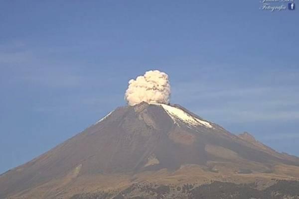 Volcán Popocatépetl durante el 19 de julio de 2018