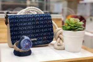 Son carteras de confección italiana de diseños simples, elegantes y prácticos. La línea también incluye brazaletes y otras piezas. / Foto: David Cordero Mercado