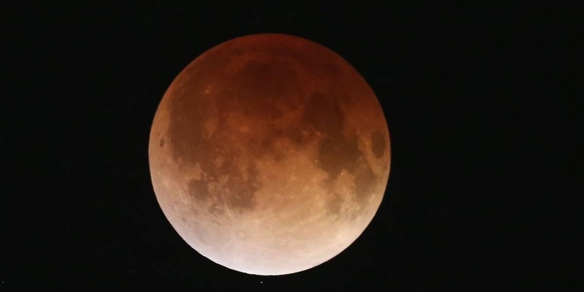 """Maior eclipse lunar do século, """"lua de sangue"""" acontece na próxima sexta e poderá ser vista do Brasil"""