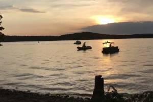 https://www.publimetro.com.mx/mx/bbc-mundo/2018/07/20/el-menos-11-muertos-luego-de-que-un-vehiculo-anfibio-se-hundio-en-un-lago-de-misuri-estados-unidos.html