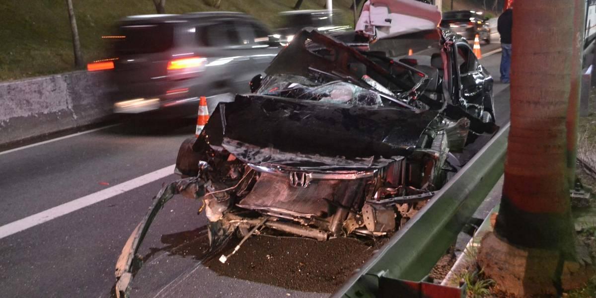 Acidente entre carro e ônibus deixa um morto na Radial Leste