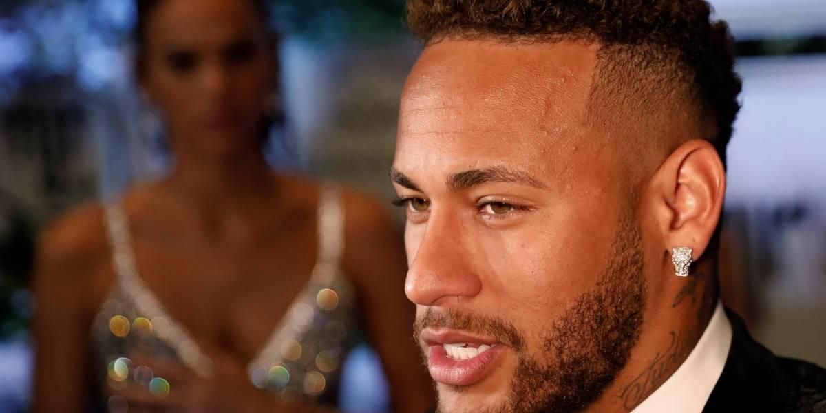 Ausência de Neymar na lista da Fifa divide opiniões  1be29846b6e