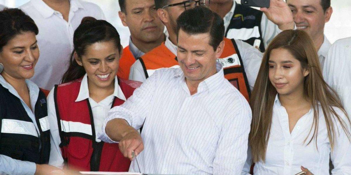 Políticos felicitan a Peña y presumen foto con él