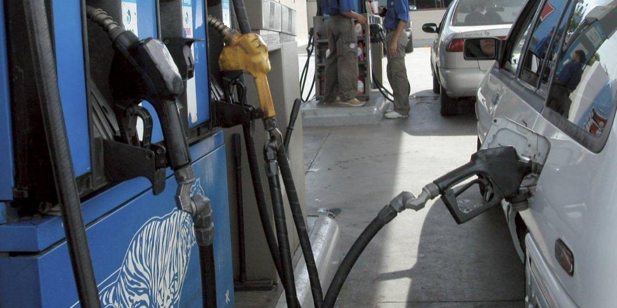 Precio de los combustibles bajan entre 1 y 3 pesos