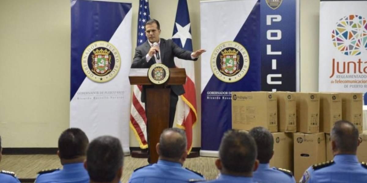 Rosselló anuncia entrega de 100 computadoras para la Policía