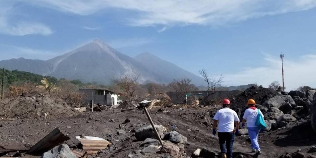 Denuncian abandono de las autoridades para buscar a soterrados por la erupción volcánica