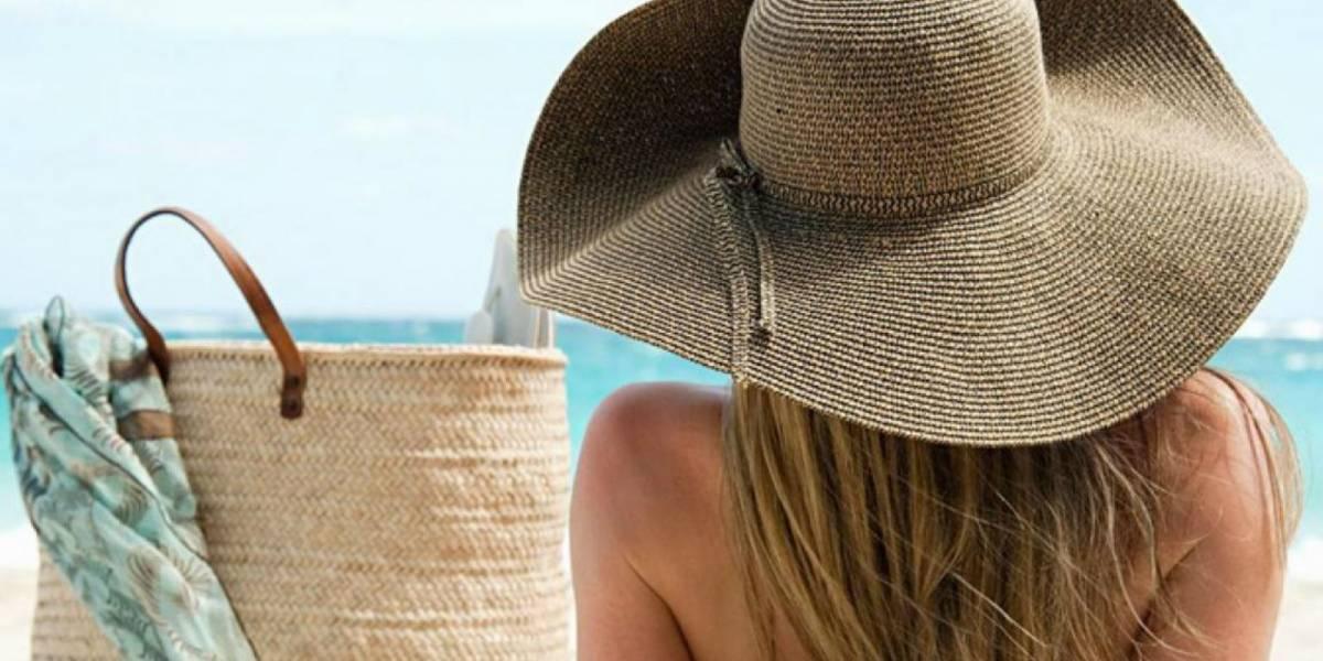 Estas son las 8 cosas que no pueden faltar en tu bolso de playa
