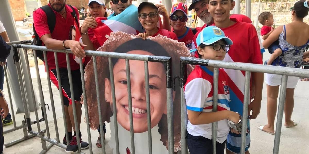 Con barra festiva, familiares de atletas puertorriqueñas, las apoyan en Centroamericanos