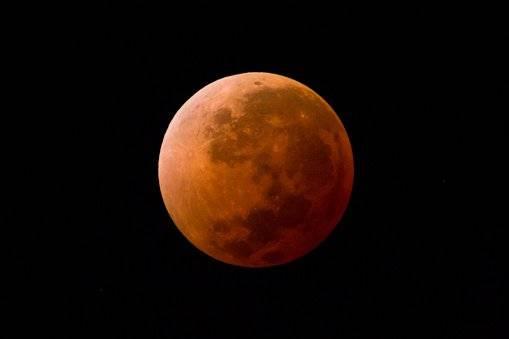Luna sangrienta: El eclipse lunar más largo del siglo XXI se podrá ver la próxima semana