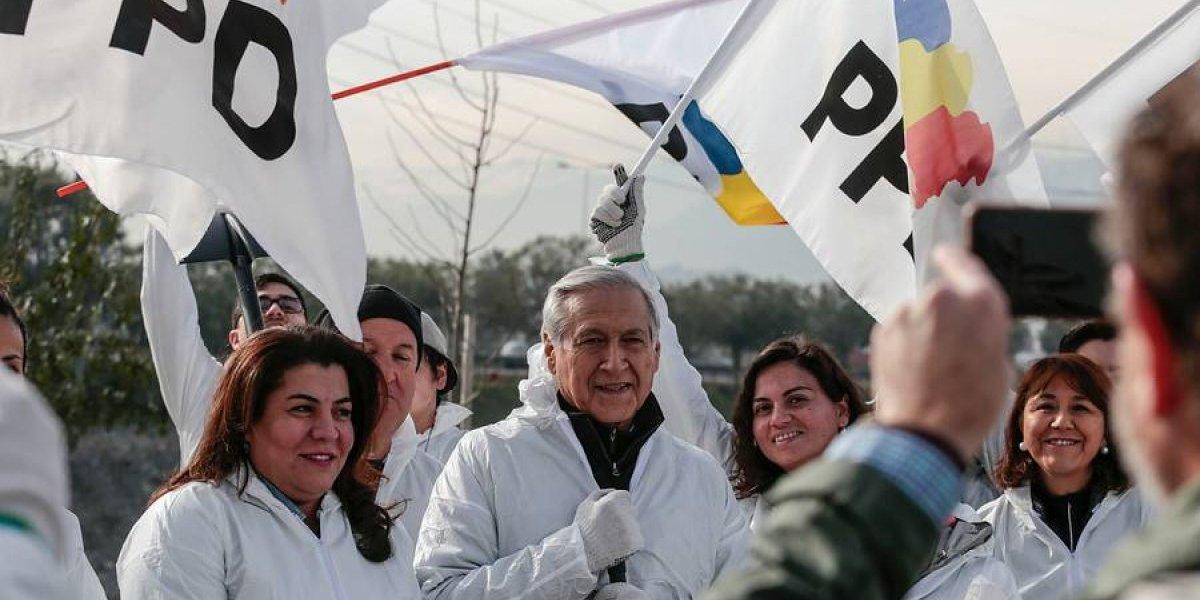 Heraldo Muñoz encabezó la actividad: colectividad del PPD realizó limpieza en el río Mapocho
