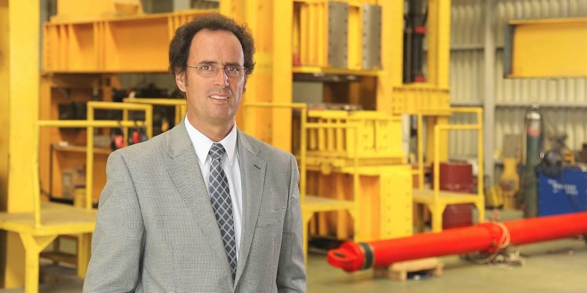 """El chileno """"que impide temblar a los edificios"""": ingeniero de la PUC es nombrado profesor honorario en universidad de Londres"""