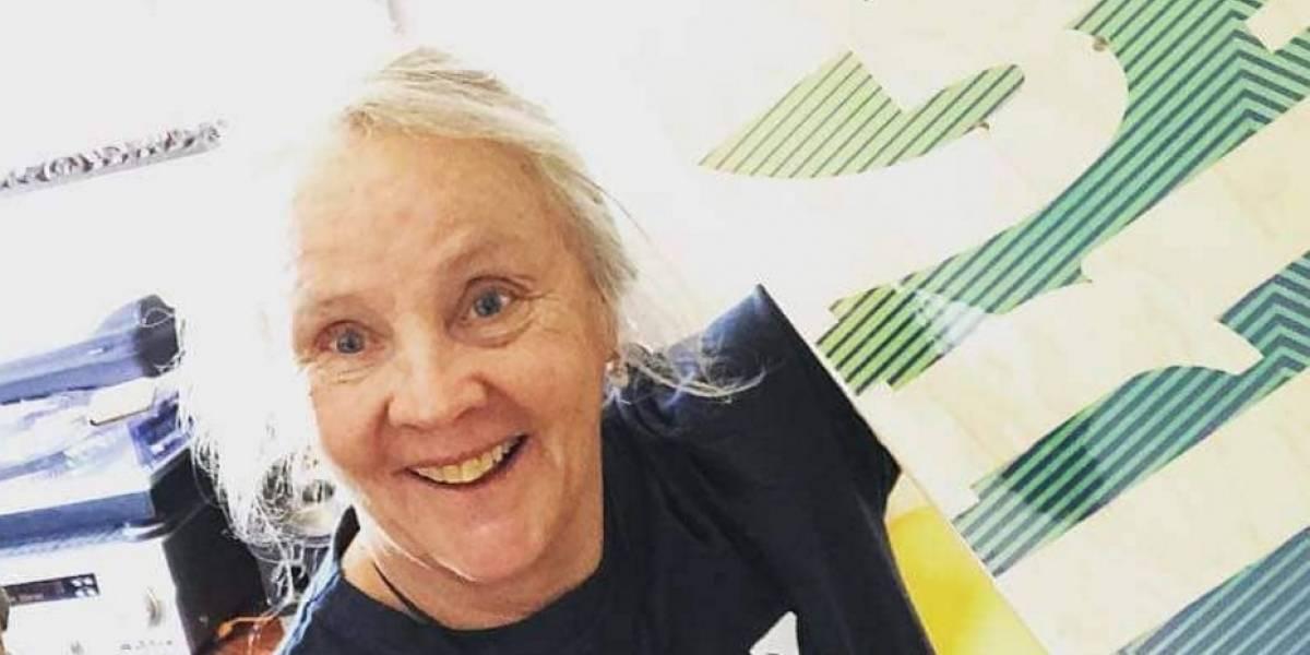 """""""Enérgica e imparable"""": La mujer de 64 años que la rompe sobre una tabla de skate"""