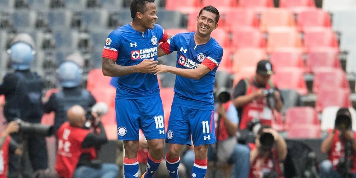 Cruz Azul debuta con goleada en el Estadio Azteca