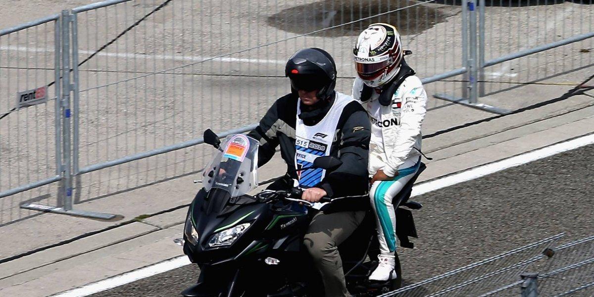 Lewis Hamilton se retira de la Q1 por problemas mecánicos