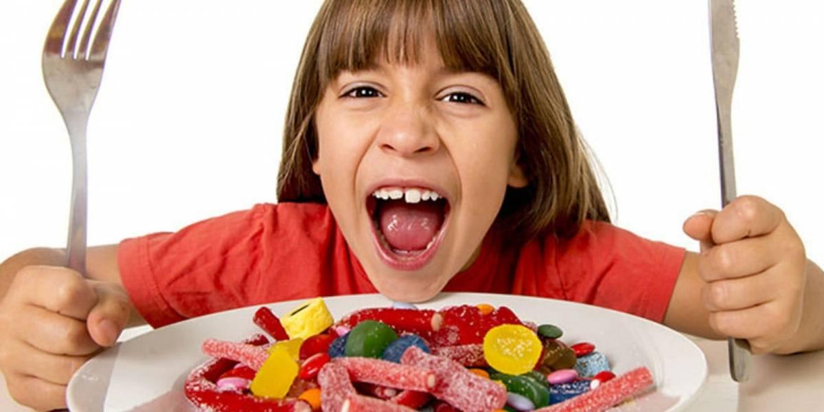 Estos 5 riesgos de las golosinas en los niños te harán controlar su consumo