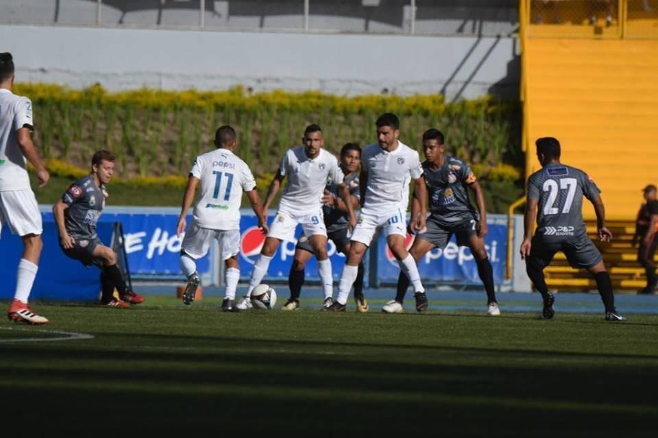 Ceballos, Careño y Lombardi, jugadores de Comunicaciones