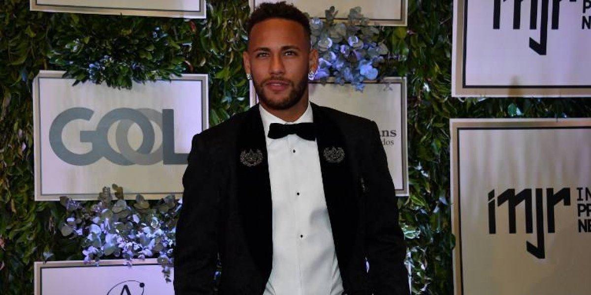 Neymar se hace un nuevo tatuaje con el que pretende olvidar el Mundial