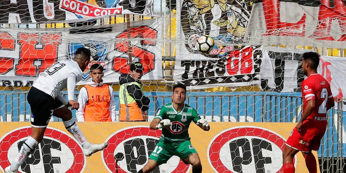 ¿Offside? La polémica posición de Lucas Barrios en el gol de su regreso a Colo Colo