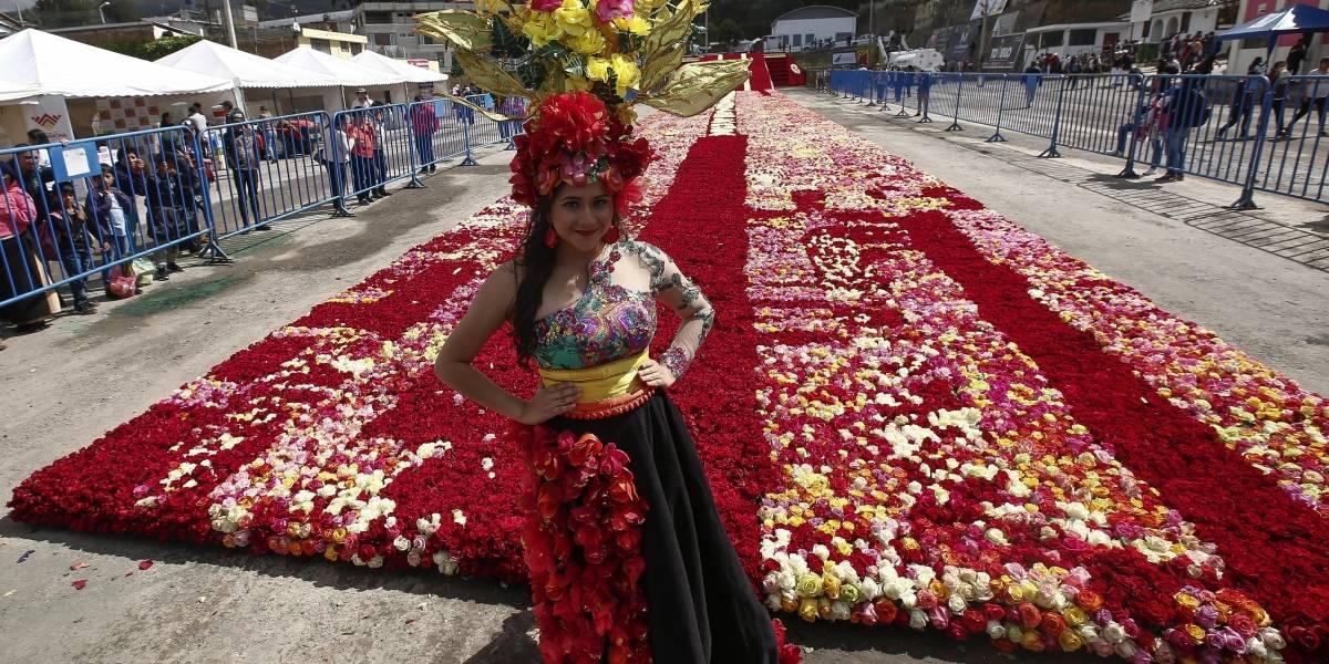 Ecuador logra récord Guinnness con pirámide de rosas