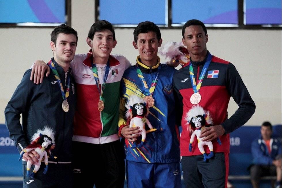 Zelaya luce su medalla de plata