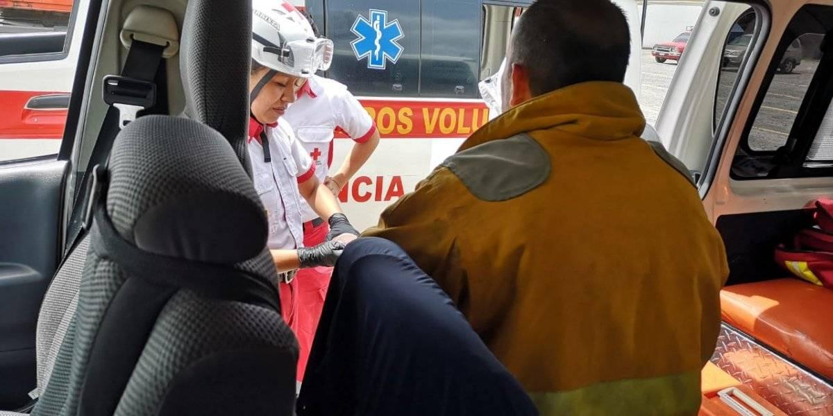 El bombero Carlos Mohr fue llevado al IGSS 7-19. Foto: Conred