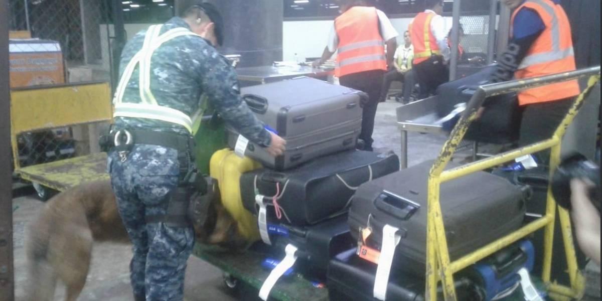 Reparan de manera temporal las bandas en el aeropuerto internacional La Aurora