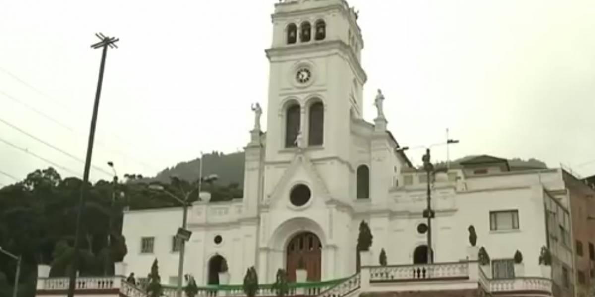 Fuertes vientos por poco tumban la cruz de tradicional iglesia en Bogotá