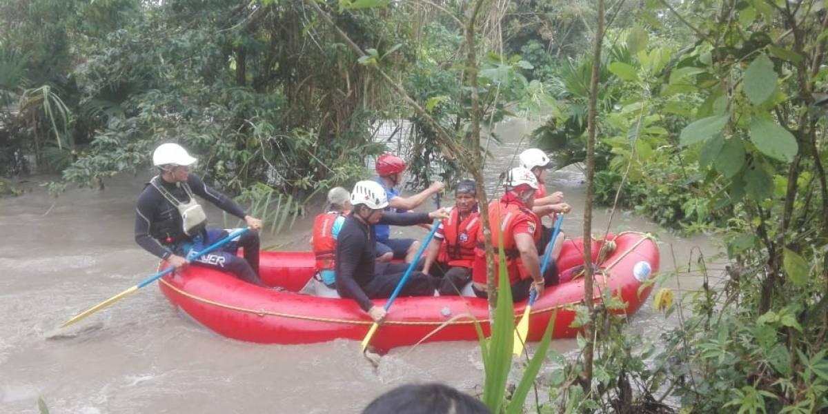 Rescatan a 20 personas de inundación en Tena