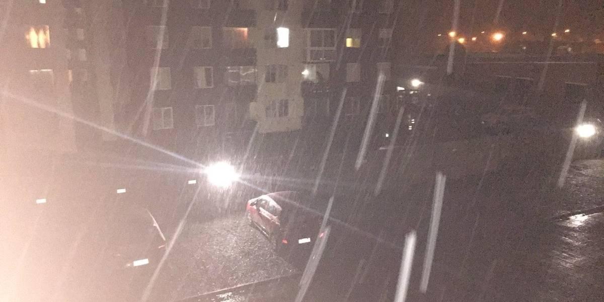 Nieve sorprende a Puerto Montt: las imágenes que dejó la fría noche en la Región de Los Lagos