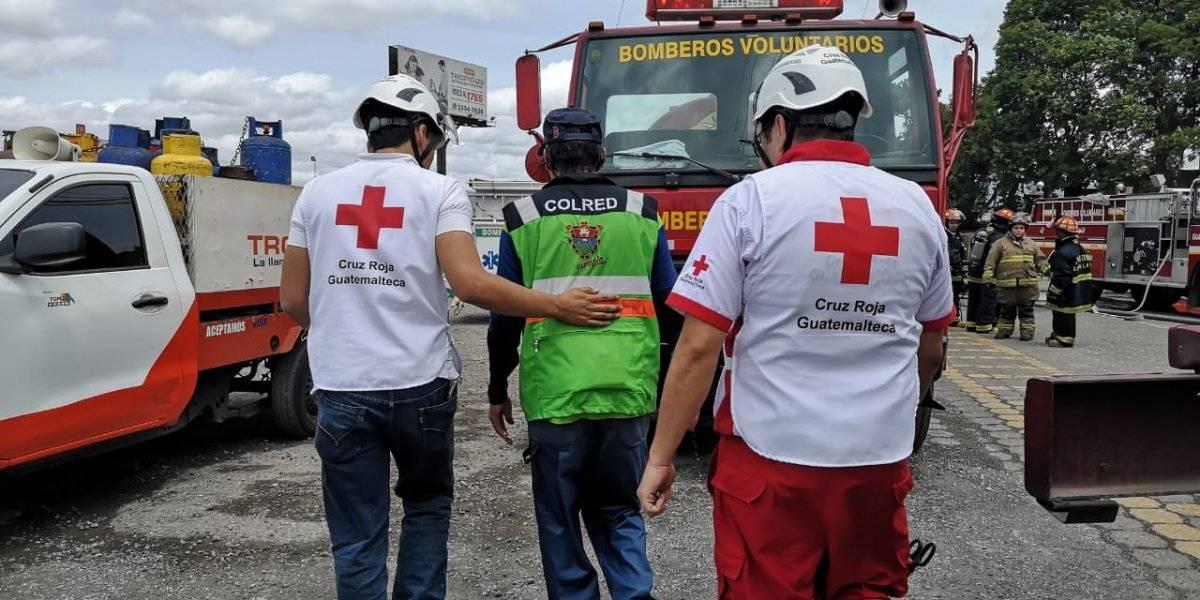 El trabajador de la Municipalidad de Guatemala recibió atención de la Cruz Roja Guatemalteca. Foto: Conred