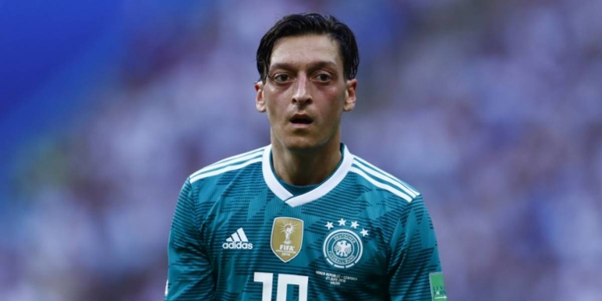 """Mezut Özil renuncia a la selección alemana por """"racismo"""""""