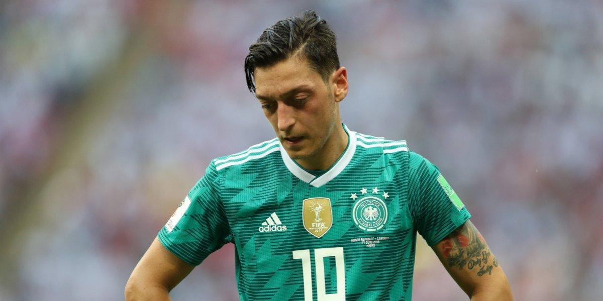 Özil deja selección alemana tras polémica foto