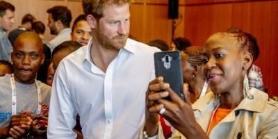 Príncipe Harry participa en la conferencia contra el Sida