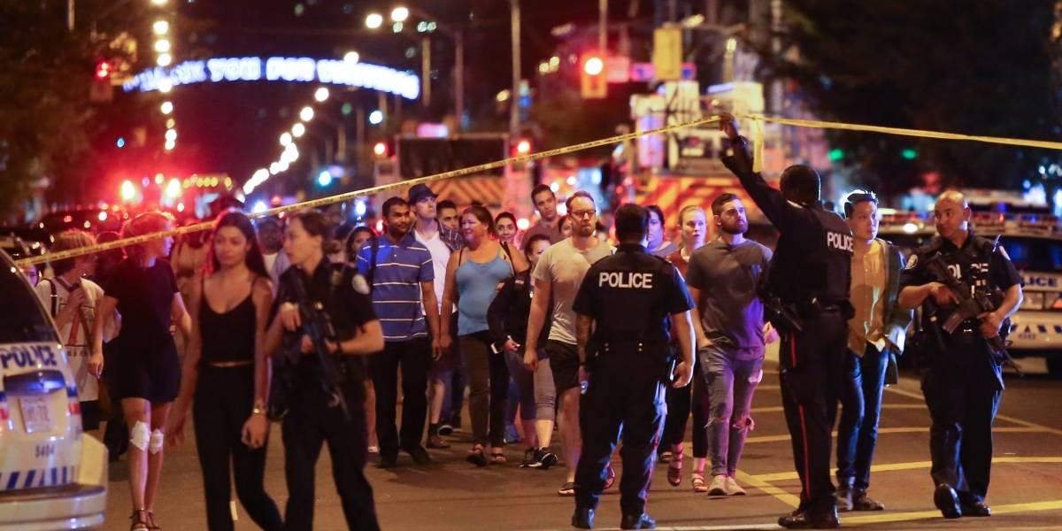 Atirador mata 1 e fere 14 em ataque em Toronto