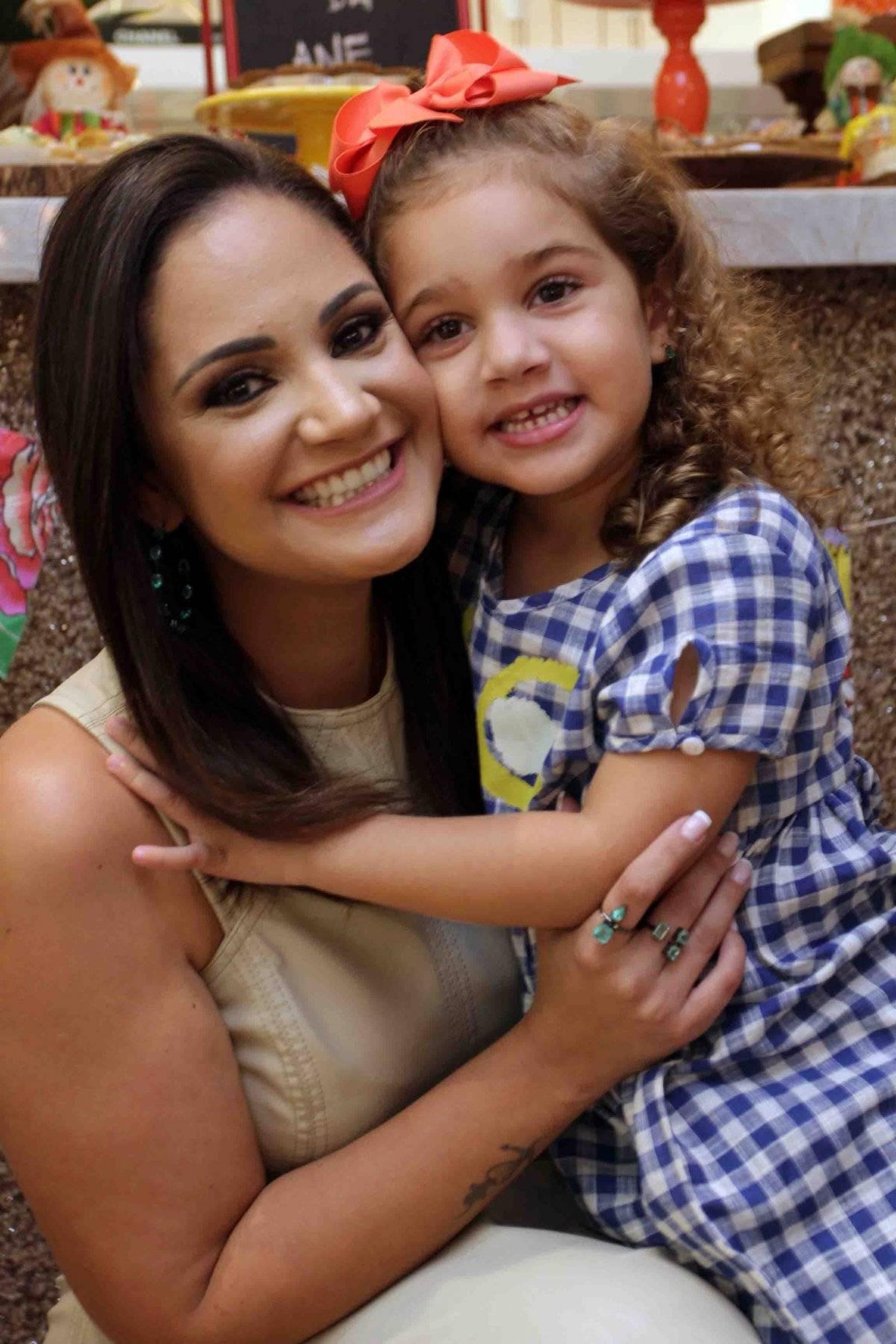 Fofura da mãe Ane Zorzanelli com a pequena Elis / José Augusto Tovar